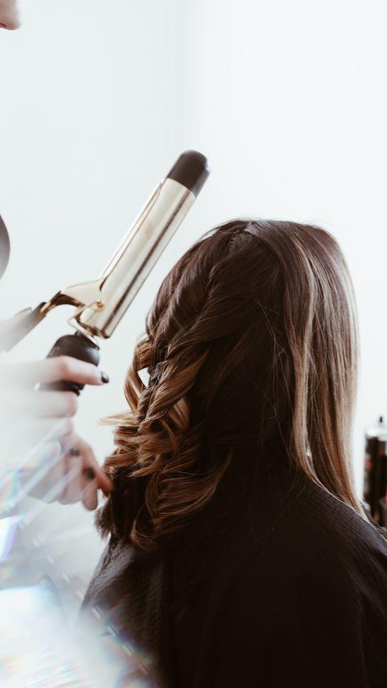 Få glansen tilbage i garnet med et besøg hos din frisør